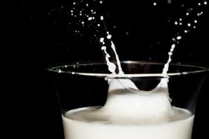 Kolejny spadek ceny mleka