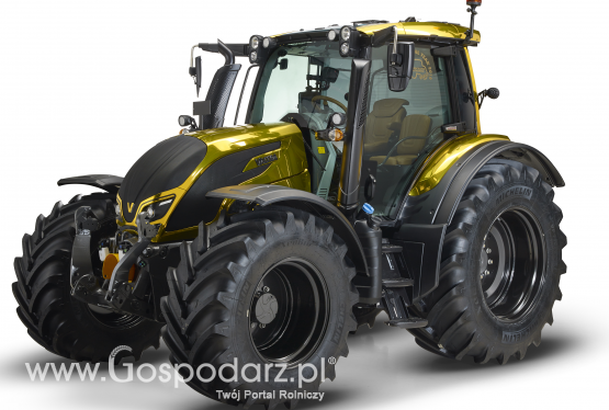 "Złota Valtra N174 z nagrodą ""Golden Tractor for Design 2016"""