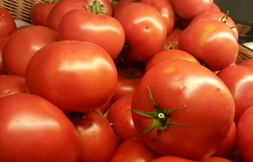 Ceny nowalijek spadają. Importowane pomidory konkurują ceną nie smakiem
