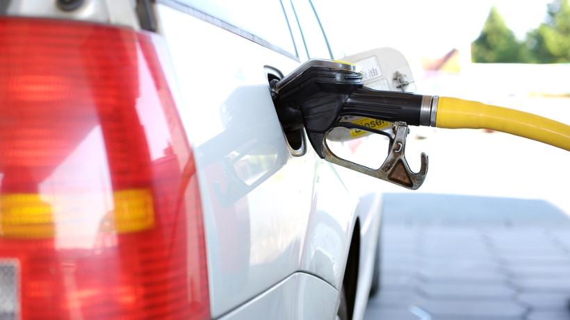 Benzyna w hurcie znów droższa od diesla